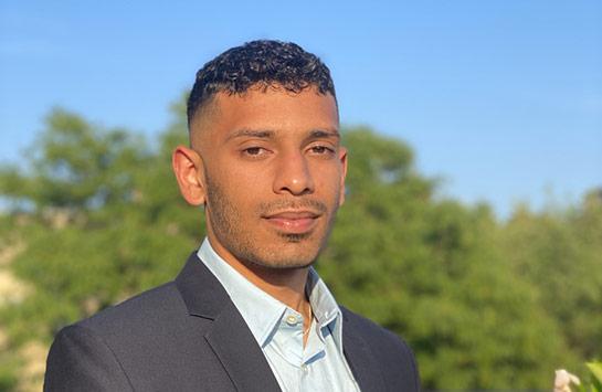 UIC Business student Aly Jamal